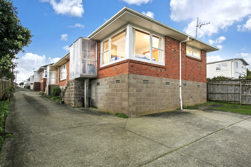 Short notice auction snap me up mark prior for 3 kitchener road takapuna
