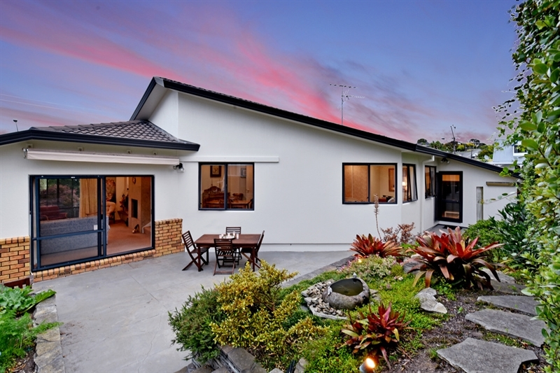 Super sunny super special super motivated mark prior for 3 kitchener road takapuna