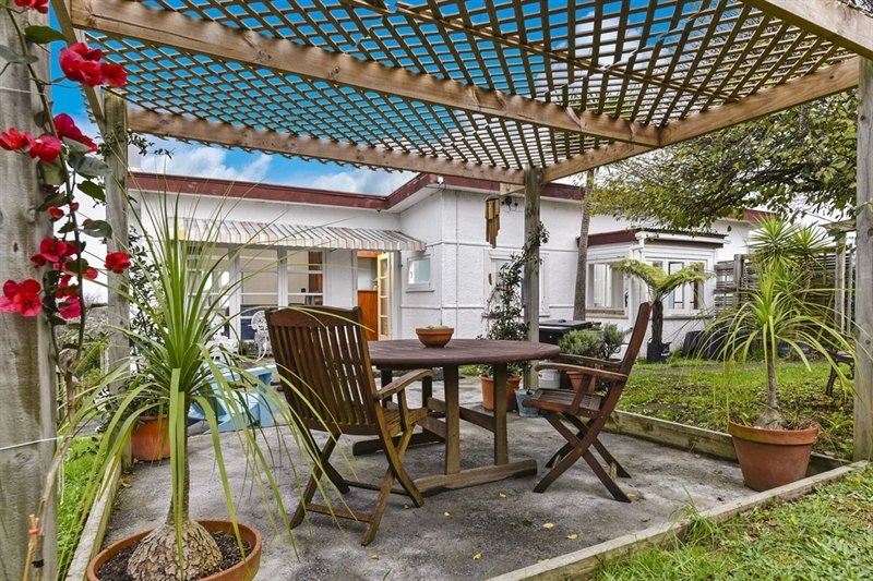 Do up do well entry level opportunity mark prior for 3 kitchener road takapuna