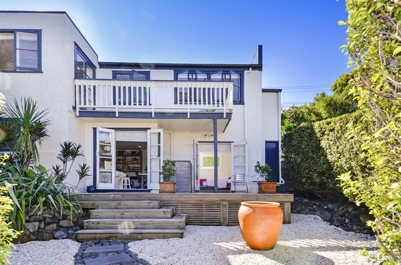Genuine sellers upsizing mark prior for 3 kitchener road takapuna