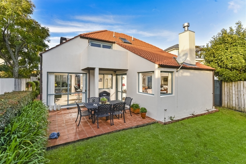 3 Kitchener Road Takapuna Of Concrete Block Construction Owners Downsizing Mark Prior